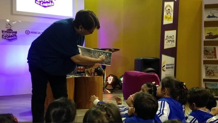 La escritora de literatura infantil y promotora de lectura Irene Vasco utilizó este libro en una de las sesiones de lectura en voz alta con un grupo escolar en nuestro stand de FilBo 2015, ¡fue un éxito!