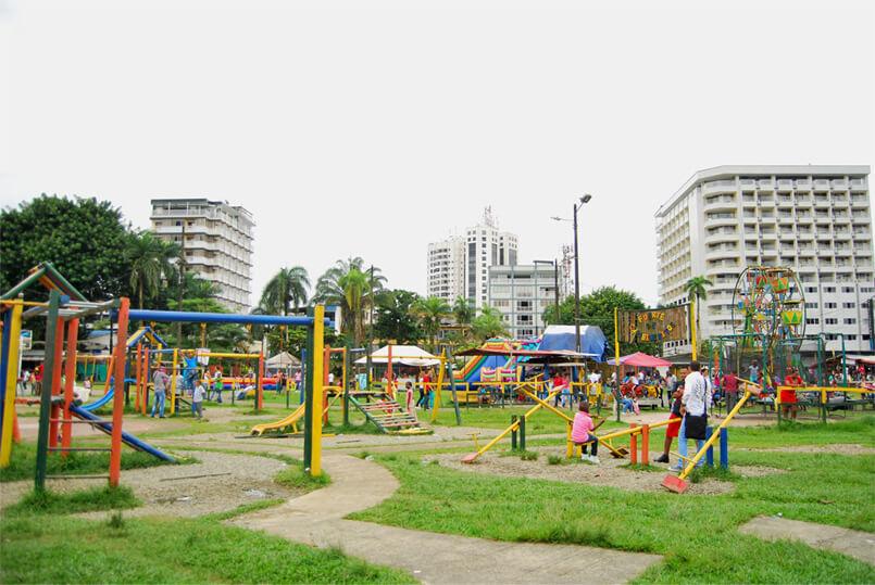 Ir al parque es una oprtunidad para que los niños interactúen con otros de su edad, inicien conversaciones, entiendan el significado de la cooperación, aprendan a esperar su turno y, en general, tomen decisiones.