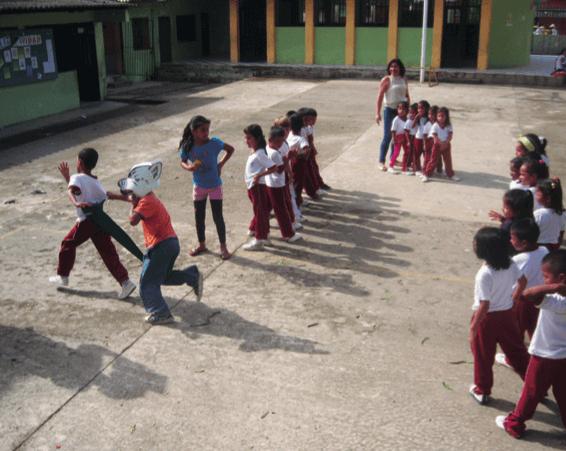 Niños Ingas jugando a la Lagashtija.