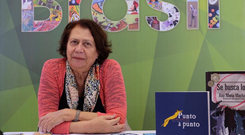 """""""Si un niño jamás tiene la oportunidad de ver a un adulto leer un libro, será muy difícil que adquiera el hábito de la lectura"""": Ana María Machado."""