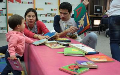 """""""Familia y lectura en la primera infancia"""", un texto que invita a crear mundos posibles con los niños"""