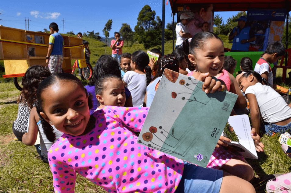 Países latinoamericanos buscan replicar el Plan Nacional del Lectura y Escritura 'Leer es mi cuento'