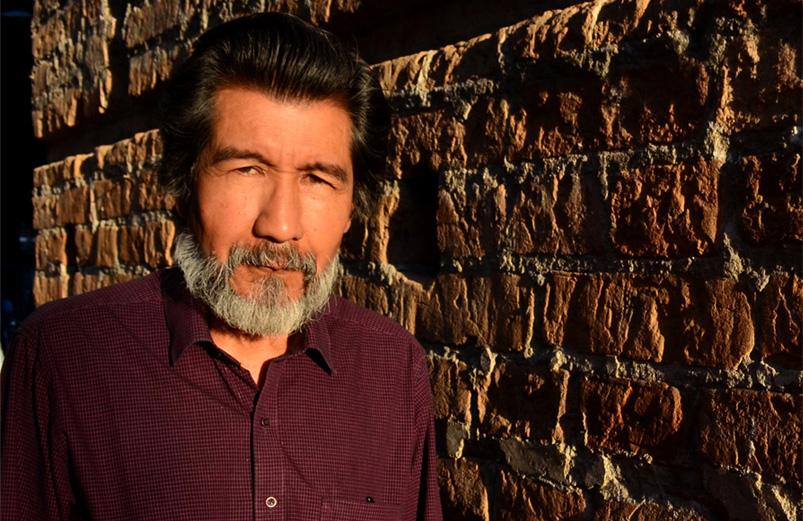 Horacio Benavides es oriundo del municipio de Bolívar, en el Cauca. Actualmente reside en Cali.