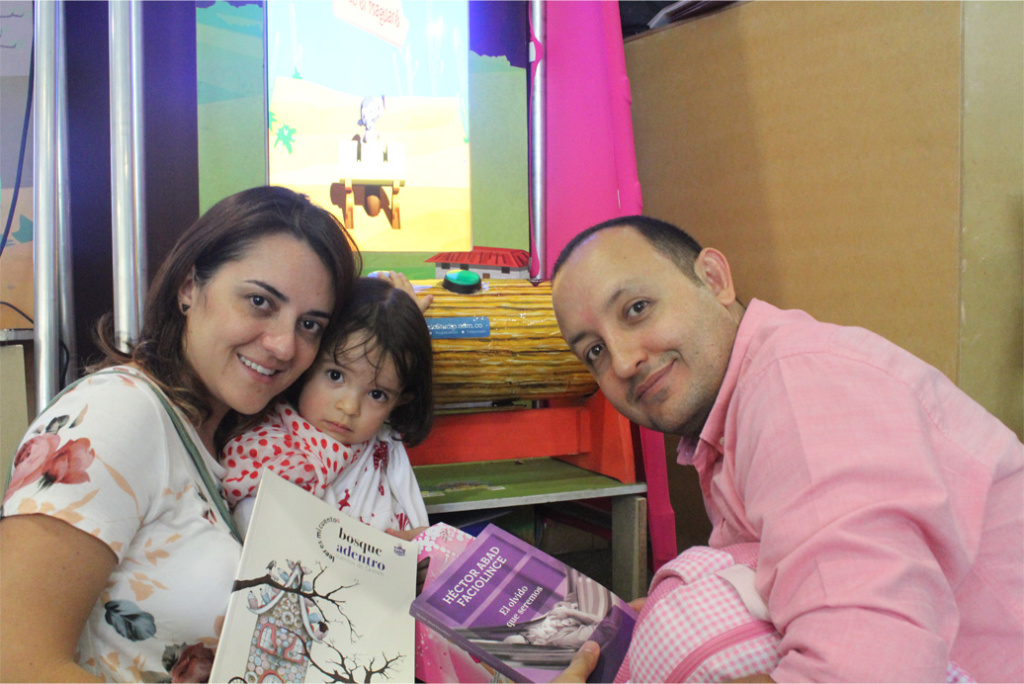 La lectura en familia fortalece los vínculos afectivos entre padres e hijos.