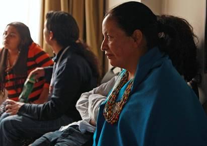 Susana Juajibioy hace parte de la comunidad indígena Kamëntsá, resguardo de Sibundoy (Putumayo), donde actualmente es orientadora de las juventudes indígenas de las etnias Kamëntsá, Pasto Quillacinga e Inga.
