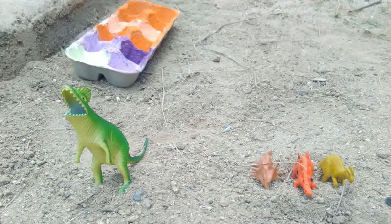 Los dinosaurios han salido de casa derechito para el arenero y allí han pasado un buen rato.