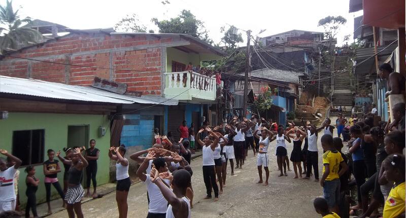 Proceso Danza Viva - Pasos en la Tierra 2013, semillero de Lloró. Foto por Rafael Palacios.