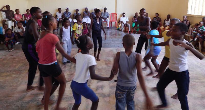 Proceso Danza Viva - Pasos en la Tierra 2014, semillero de Lloró. Foto por Leyla Castillo.