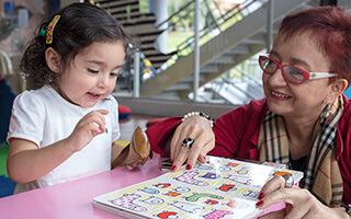 Hervé Tullet y la experiencia de leer imágenes en la primera infancia: juego y complicidad