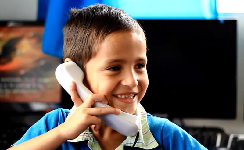 La llamada del amor es una de las estrategias que propone el Programa 50/50 para fortalecer los vínculos afectivos entre los niños y sus familias.