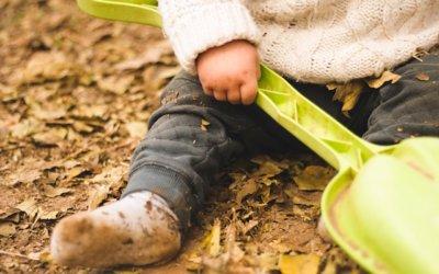 """Juegos para que los niños se """"ensucien"""" con la naturaleza"""