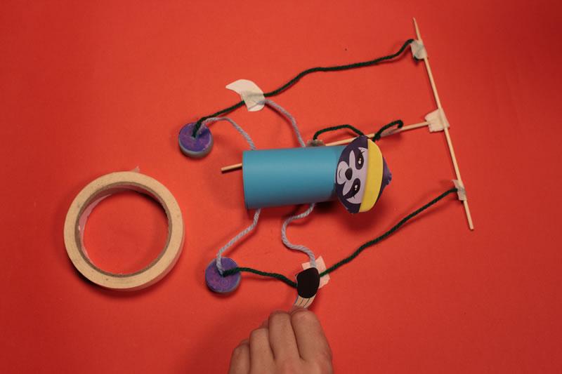 Paso 17 - Tutorial ¿Cómo hacer una marioneta de hilos?