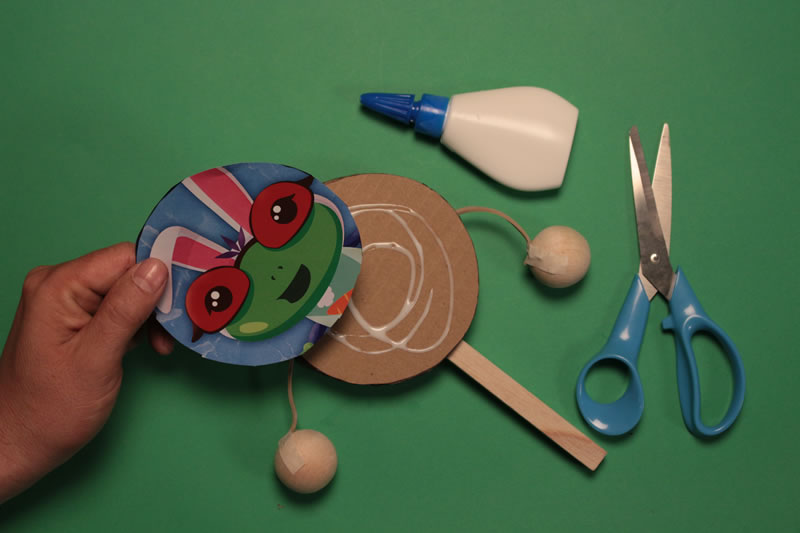 Paso 4 - Tutorial ¿Cómo hacer un tamborín de cartón?