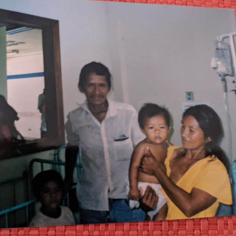 Familia beneficiada de Operación Sonrisa en Leticia. Foto de Janneth Súarez